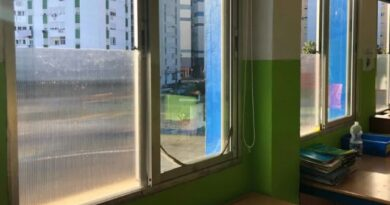 El Ayuntamiento colocará placas de policarbonato en las ventanas de los Centros Educativos